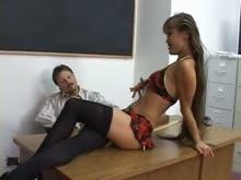 Aluna asiatica magrinha dando pro professor