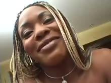 Negra novinha dando cu