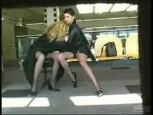 Lesbicas se masturbando em publico