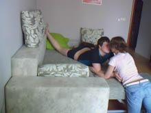 Ninfeta gostosa beijando jovem e fazendo amor