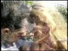 Porno antigo com loira dando o cu no jardim