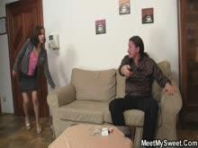 Tio dando um trato na sobrinha e a tia entra no meio