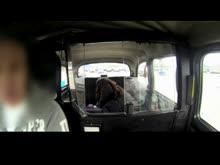 Negra fodendo e levando gozo dentro do carro