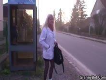 Prostituta velha mamando