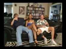 Safadona fazendo sexo com dois machos